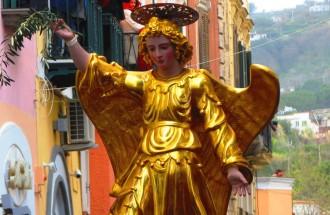 Traditioneller Engelslauf in Forio auf der Insel Ischia