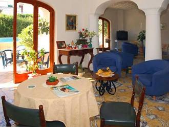 Hall Villa Thomas Forio