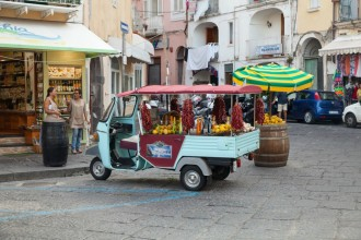 Microtaxi in Ischia Ponte