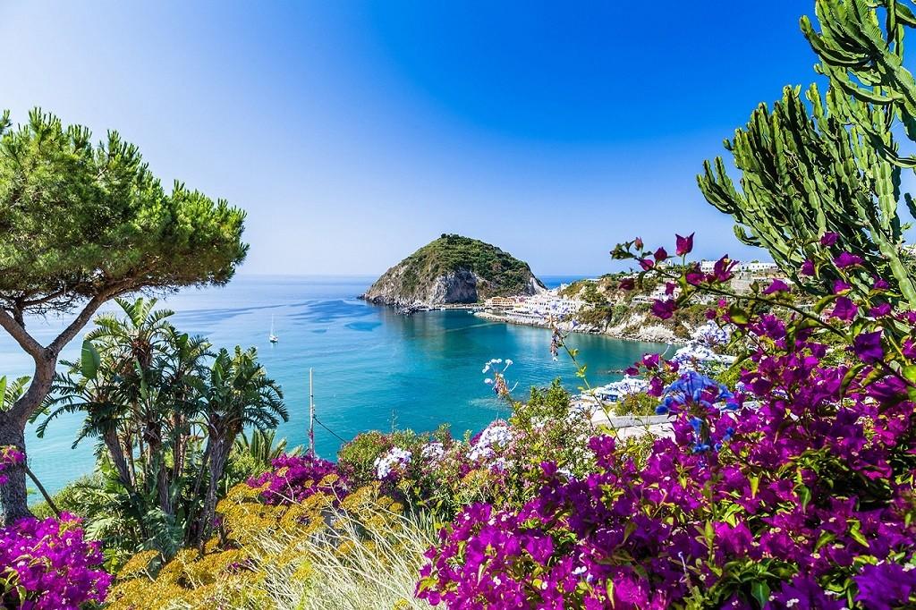 "<span class=""fancy-title"">Malerischer Fischerort Sant`Angelo - Perle der Insel Ischia</span>"
