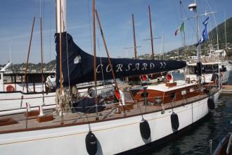 Segelboot CorsaroHafen Forio