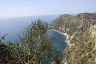Wanderungen Ischia mit herrlichen Ausblicken auf La Scarrupata