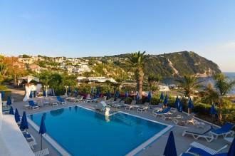 Hotel Capizzo - Pool mit Blick auf Citara